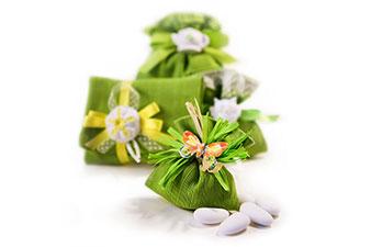 Gruppo di sacchetti verdi con gessetti di varie forme