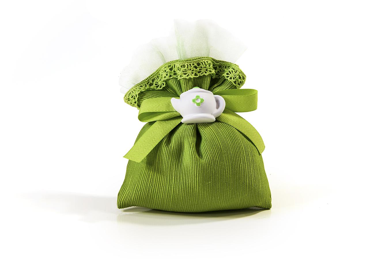 bomboniera sacchetto di stoffa verde con gessetto a forma di teiera