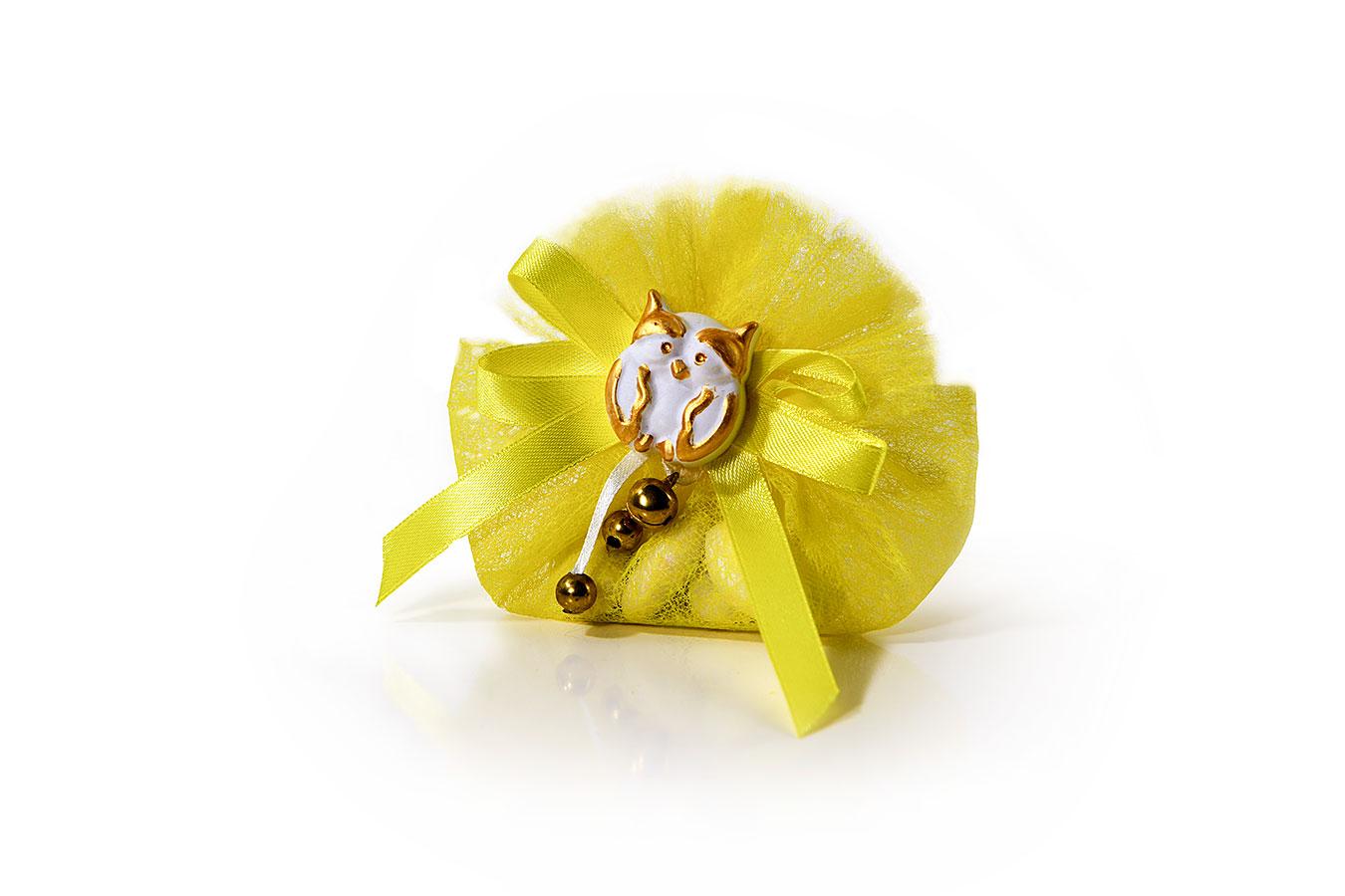 Bomboniera di tulle giallo con gessetto a forma di gufetto