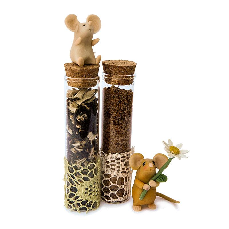 topini realizzati in porcellana fredda con due provette con spezie