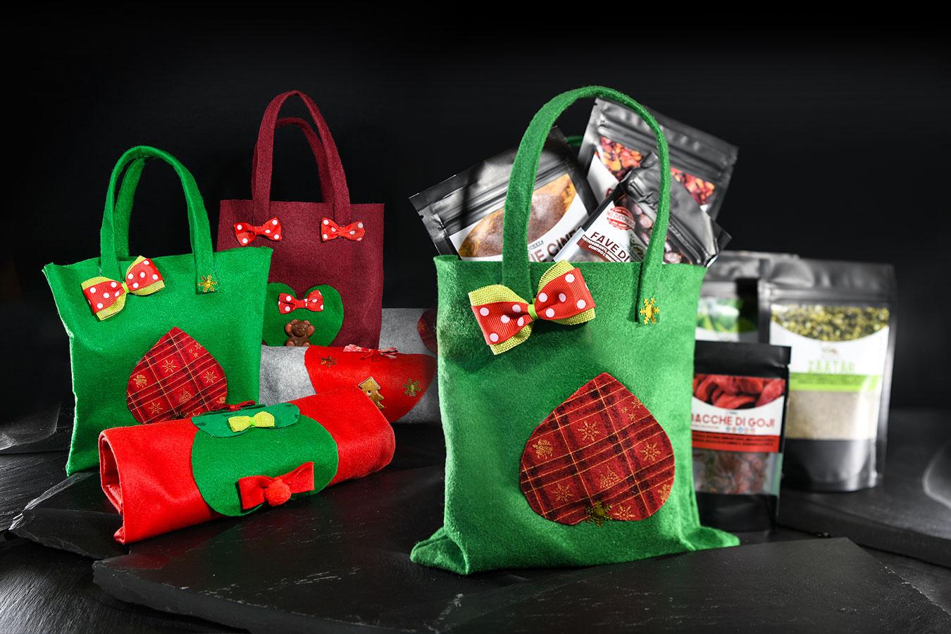 buste natalizie realizzate in pannolenci con prodotti dell'azienda cibo benessere