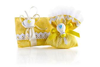 Bomboniere di stoffa gialla con tulle e merletti