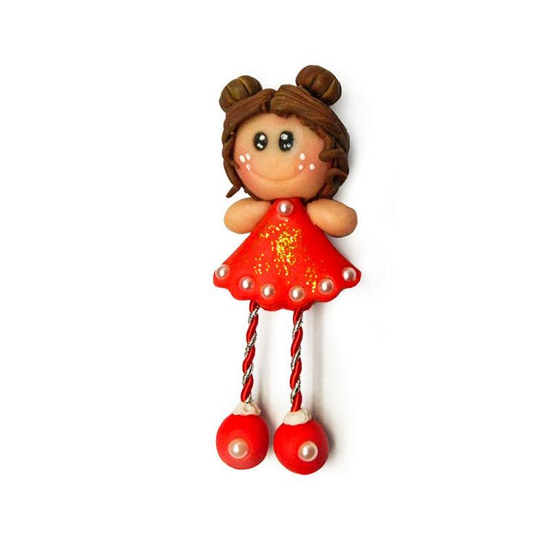 bambolina calamita con capelli raccolti a cipolla