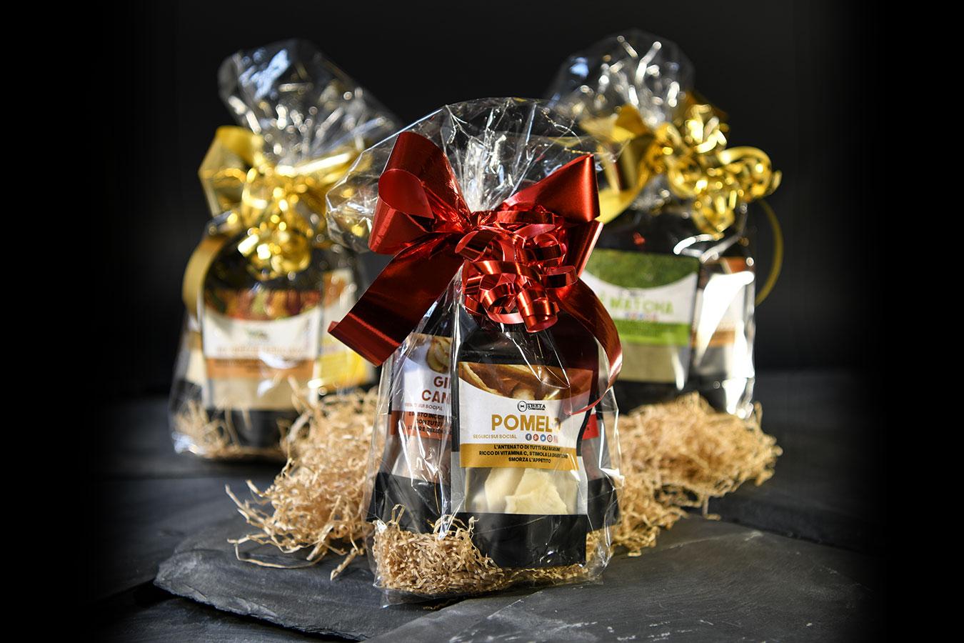 confezione natalizia di 4 buste con mix di frutta disadratata dell'azienda cibo benessere