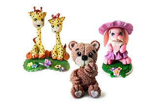 gruppo di personaggi animali realizzati in porcellana fredda