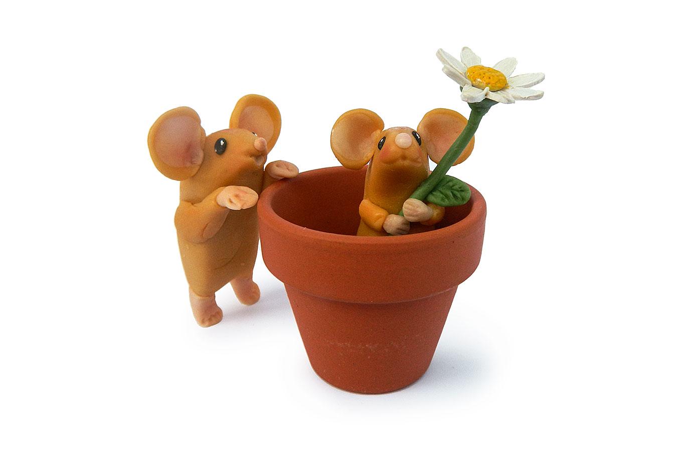 topini con fiore e vasetto realizzati in porcellana fredda
